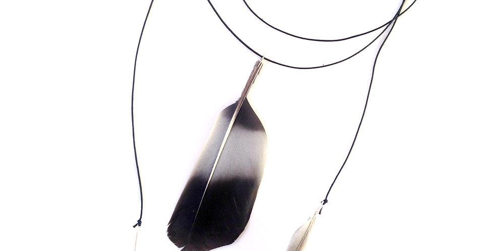 Collier INDIENNE, trois plumes, gris / noir