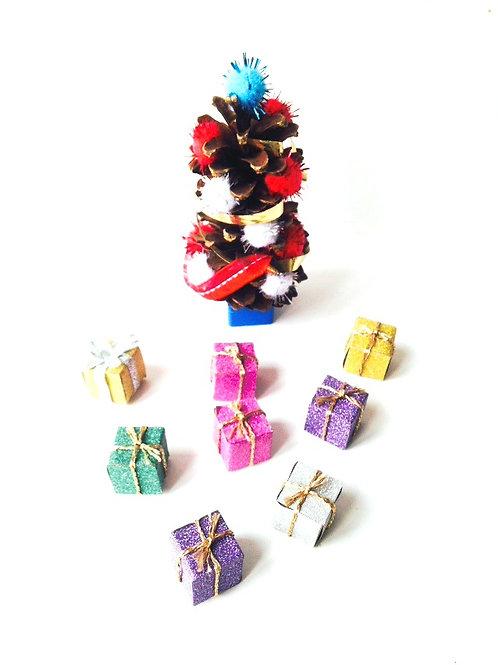 Sapin de Noël miniature, mini décor, avec cadeaux miniatures faits main