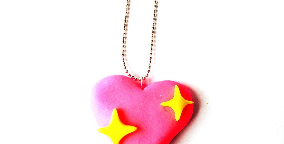 Sautoir AMOUREUSE, coeur rose fluo, petites étoiles jaunes, pâte polymère par Th