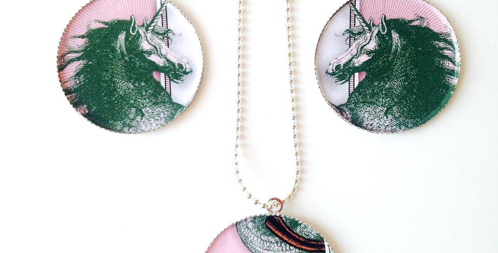 Sautoir QUEUE DE LICORNE MARINE, médaillon simple, rose / vert