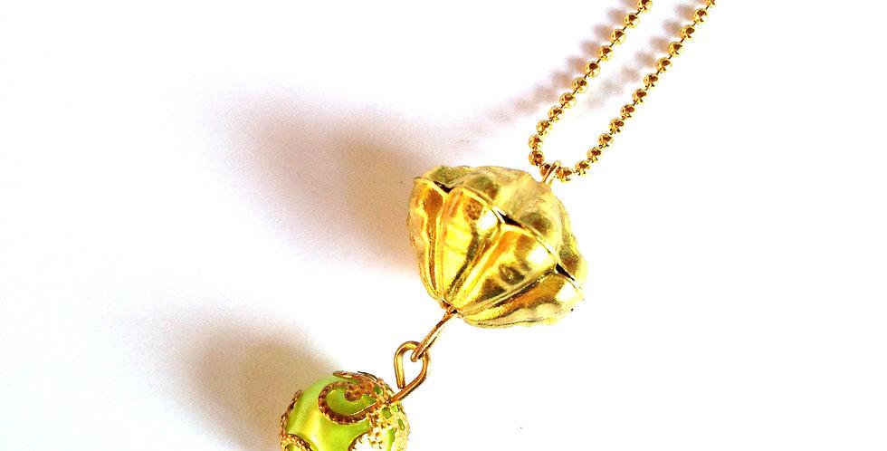 Sautoir SATUN, perles dorées et vert amande