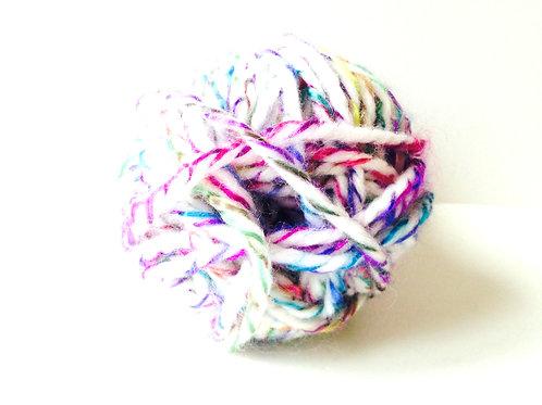 Pelote de laine chinée blanche, multicolore qualité douce