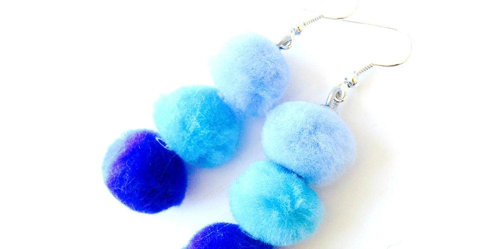 Boucles d'oreilles POMPOMPIDOU, dégradé de bleus, perles fourrure
