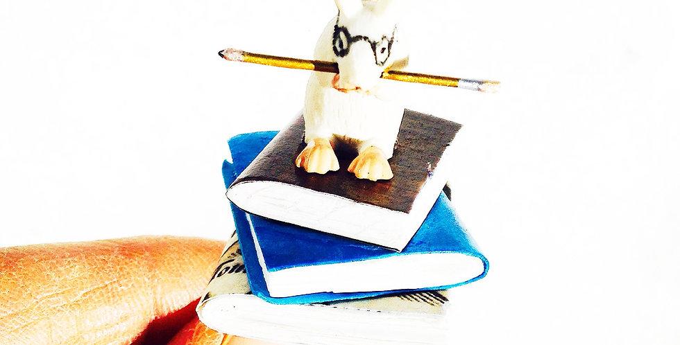 Bague Le rat de bibliothèque, livres faits main, rat miniature