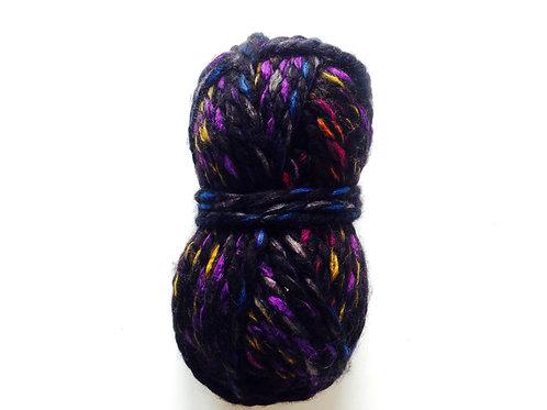 100 grs de laine noir / violet 80% acrylique 20% laine