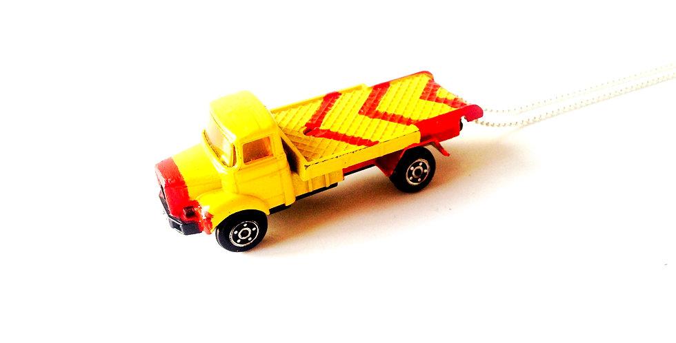Sautoir DITES CAMION !! camion jaune chevrons rouges