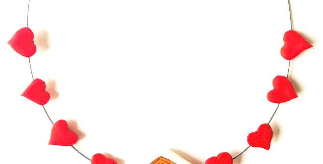 Collier ras du cou LE LOVE CHALET, pâte polymère coeurs par The Sausage