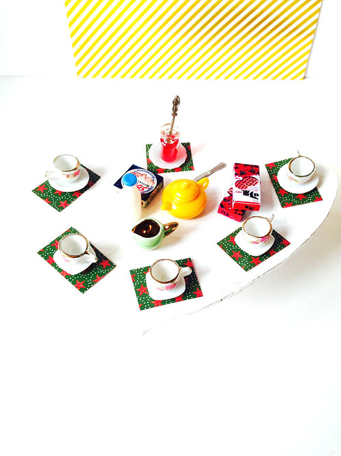 Table miniature, thé ou petit déjeuner, avec accessoires