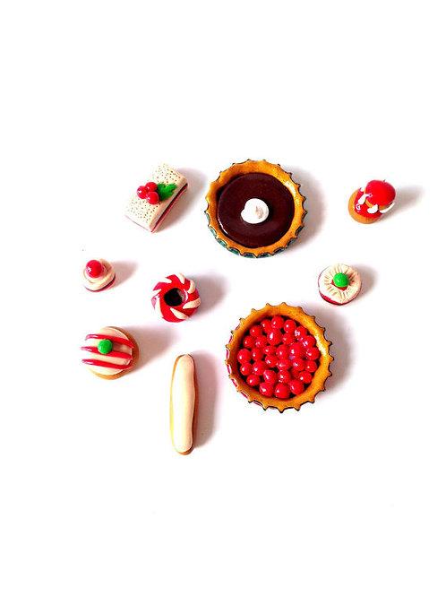 Lot de 9 gâteaux miniatures, sur commande échelle 1:8 ème, en pâte polymère