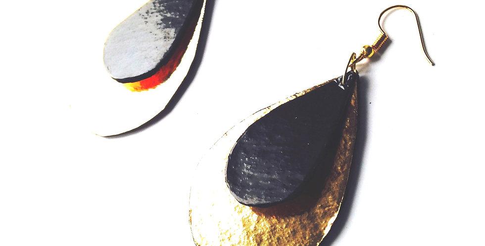 Boucles d'oreilles NOIR ET OR, cartonnées forme goutte, par The Sausage