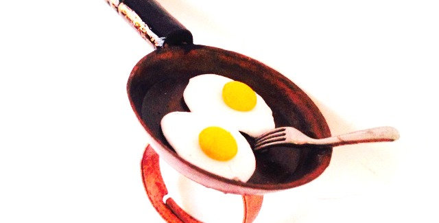 Bague Un SOIR dans le WYOMING, poële miniature oeufs au plat par The Sausage