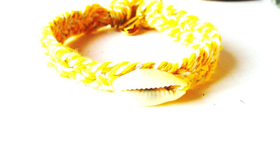 Bracelet LE P'TIT CAURI, bracelet tressé jaune avec coquillage