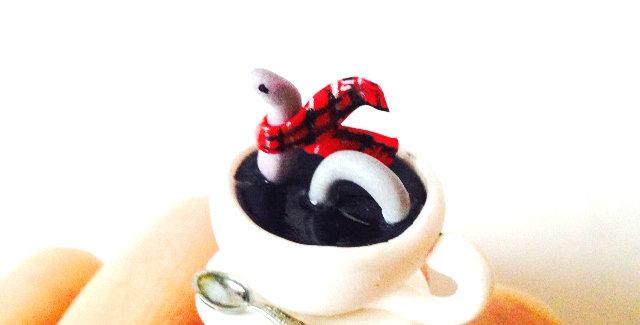 Bague A TEA WITH NESSIE, petite tasse et Nessie Miniature, Loch Ness, Ecosse