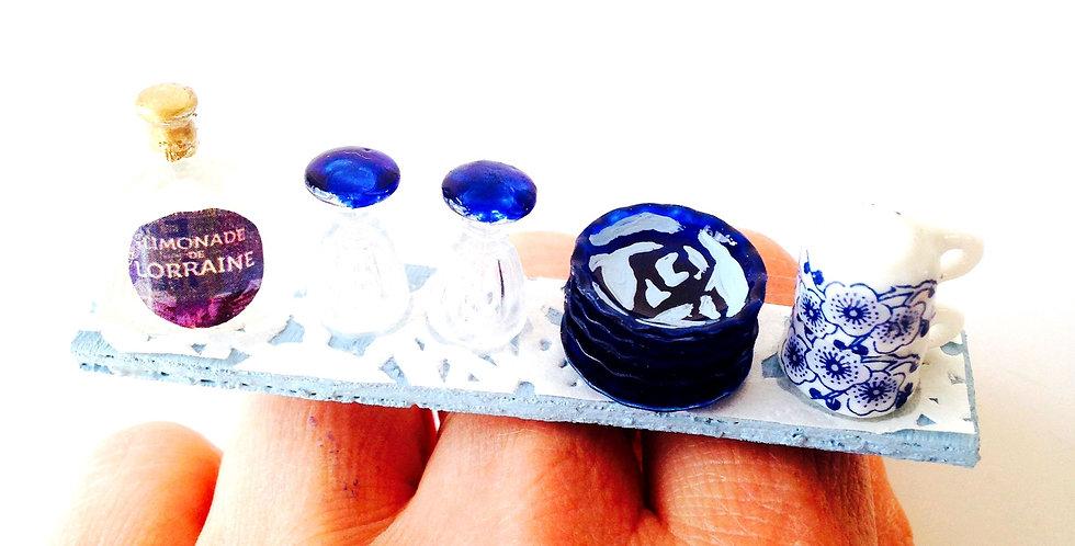 Bague LA P'TITE ÉTAGÈRE LORRAINE, miniature vaisselle, bleue