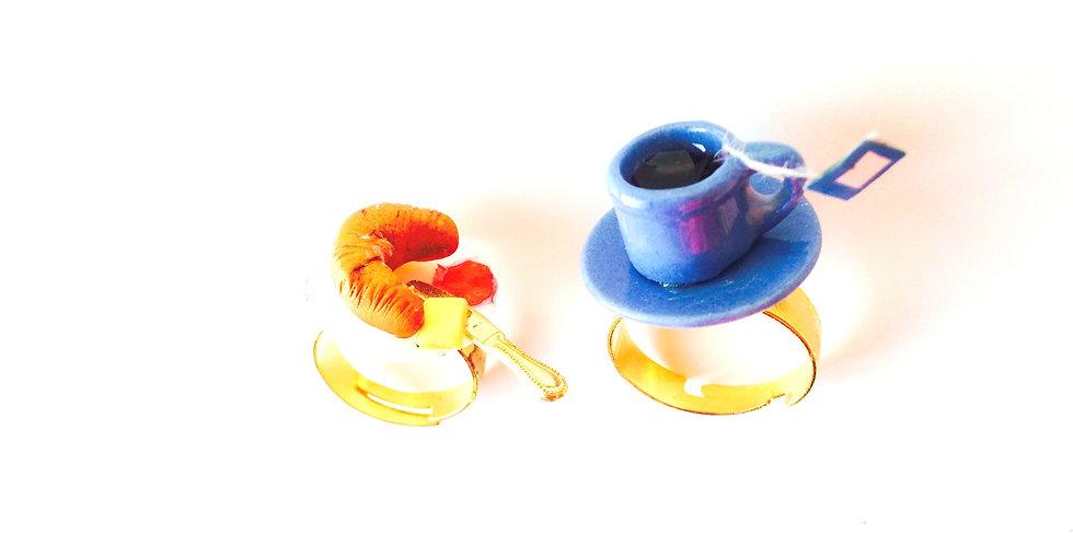 Bague double BONJOUR, MON AMOUR, thé et croissant miniatures, petit déjeuner