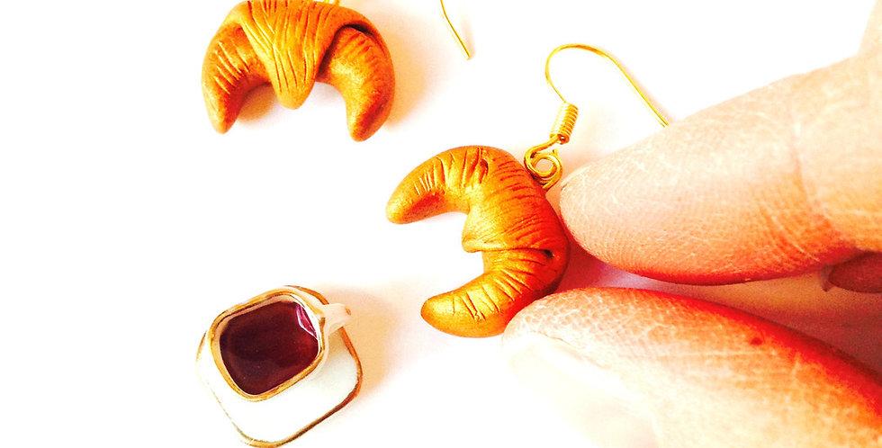 Boucles d'oreilles CROISSANTS MINIATURES, crochets dorés, par saucisse