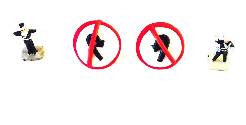 Puces d'oreilles NO U TURN, blanc / rouge / noir