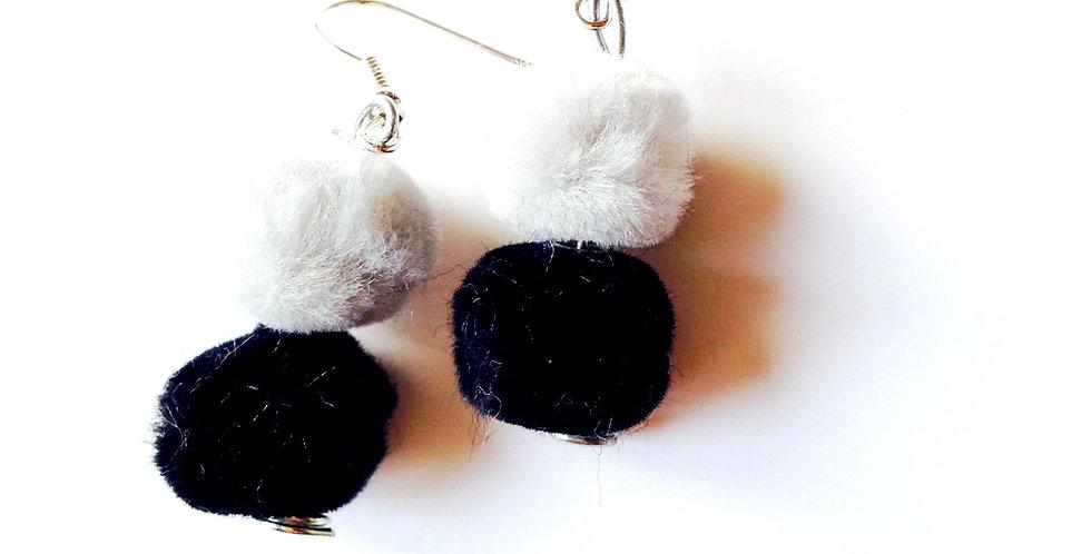 Boucles d'oreilles DUELLES, perles fourrure gris / noir