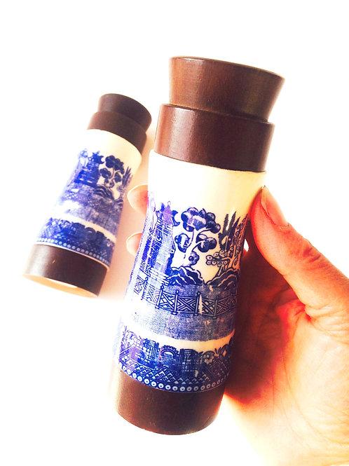 Sel et Poivre, serviteurs bois et porcelaine, motifs chinois vintage
