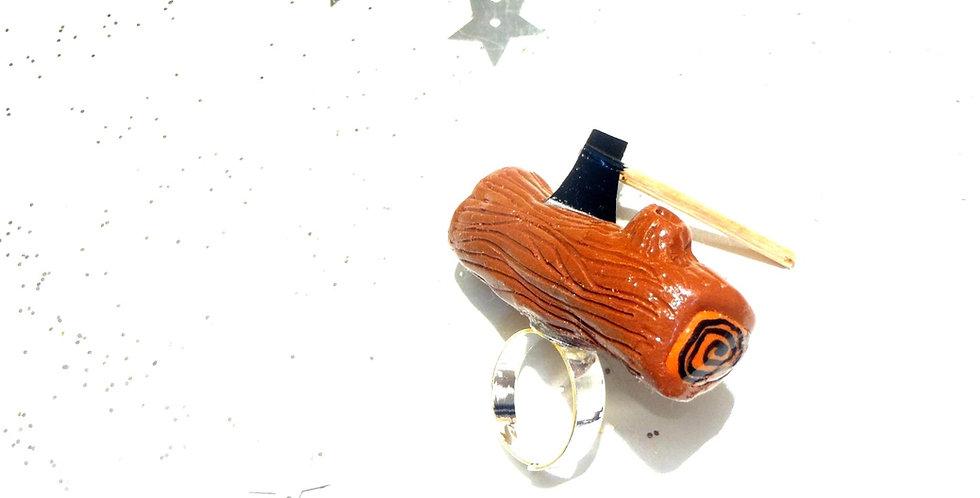 Bague LA BÛCHE, buche avec mini hache de bucheron