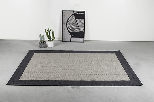 Fladvævet tæppe i 80 % ren ny uld & 20 % syntet.