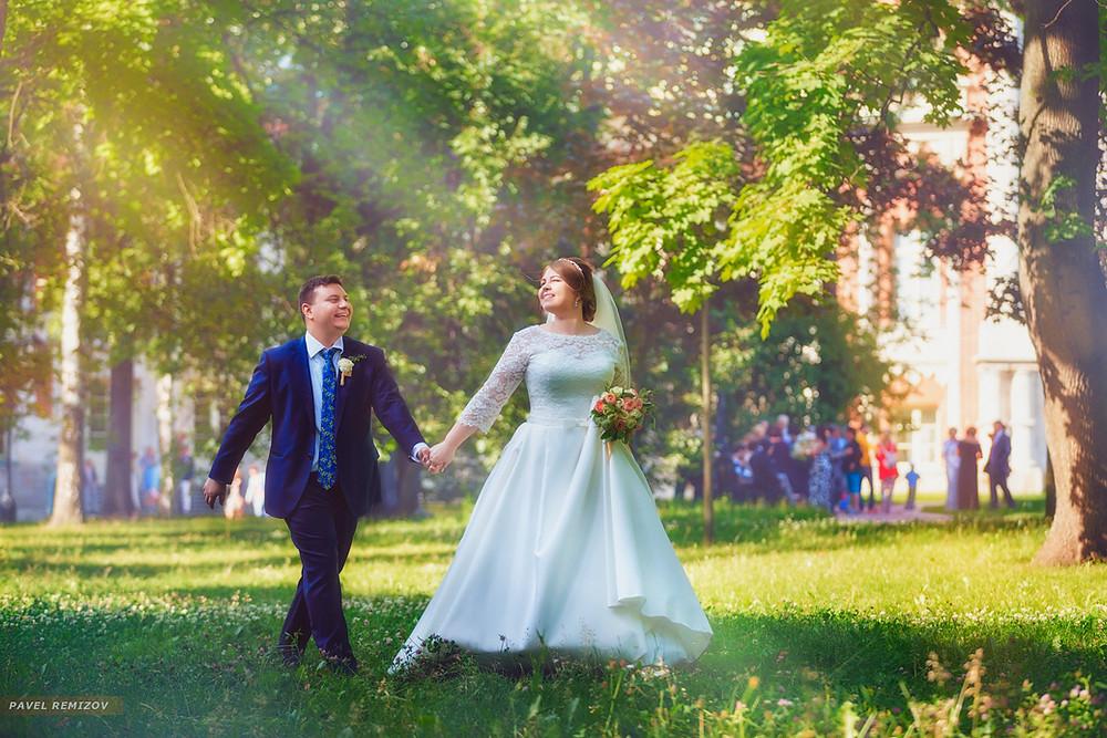 Свадебная прогулка, усадьба Царицыно, г. Москва, Свадебный фотограф Павел Ремизов