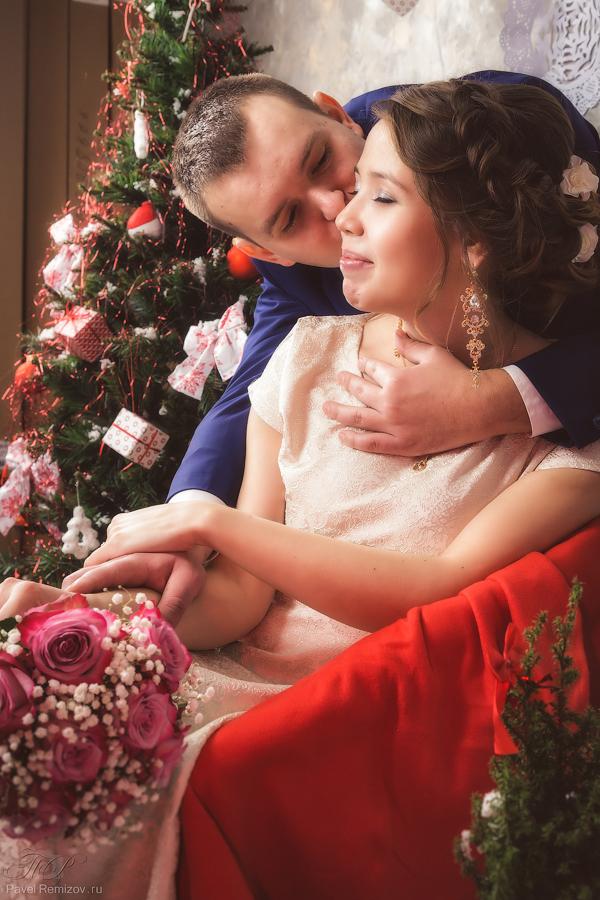 Свадебная фотосессия в г. Жуковский, студийная съемка с новогодним интерьером, фотограф Павел Ремизов