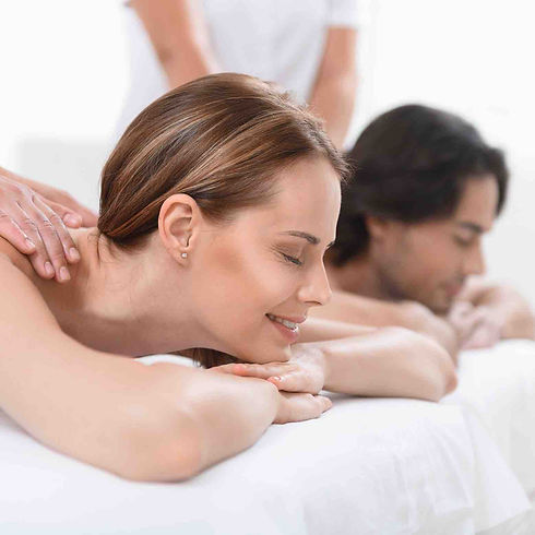 Massage-couple-©-YakobchukOlena.jpg