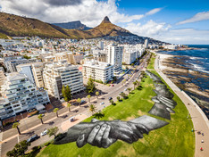 HUMAN CHAIN CROSSES CAPE TOWN