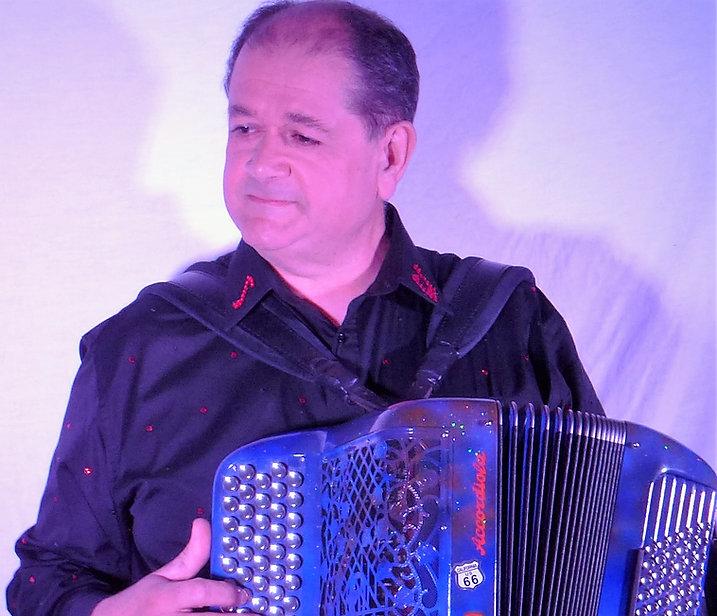 Mick Fontaine accordéoniste chanteur