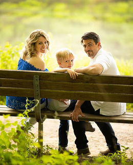 Gorgeous family in the picture! _Summer