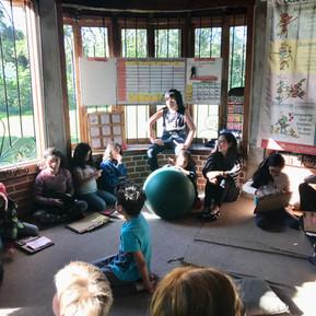 Asamblea de inicio en Educambiando