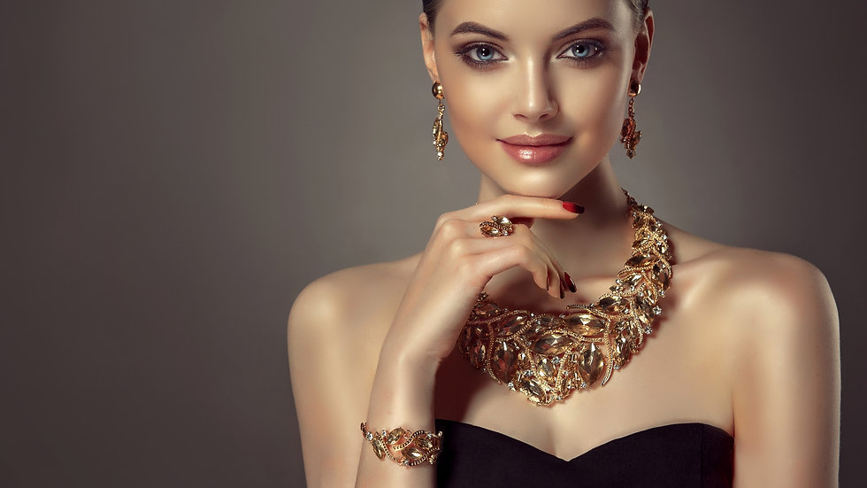 devushka-model-makiiazh-stil-ukrashenie-
