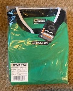 15 x Adult Stanno Tops