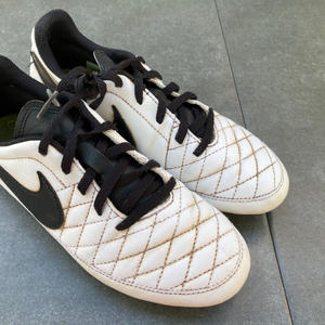 NIKE, WHITE MOULDED STUDS