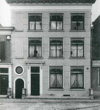 3b. Westhavenkade 59, huis van Van Büüre