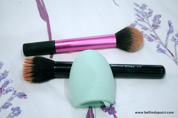 Makeup Brushes + Brush Cleaner (BrushEgg)!