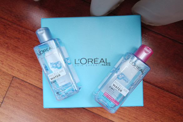 REVIEW: L'Oreal Micellar Water - PINK and BLUE!