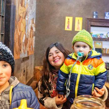 niños y mural.jpeg