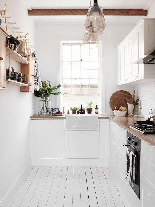White rustic kitchen farmhouse sink