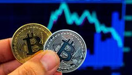 Traders Brace for Big Drop as Bitcoin Dips Below $9K for Seventh Time