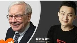TRON CEO Gives Buffett a Samsung Galaxy Fold With Wallet Containing BTC and TRX