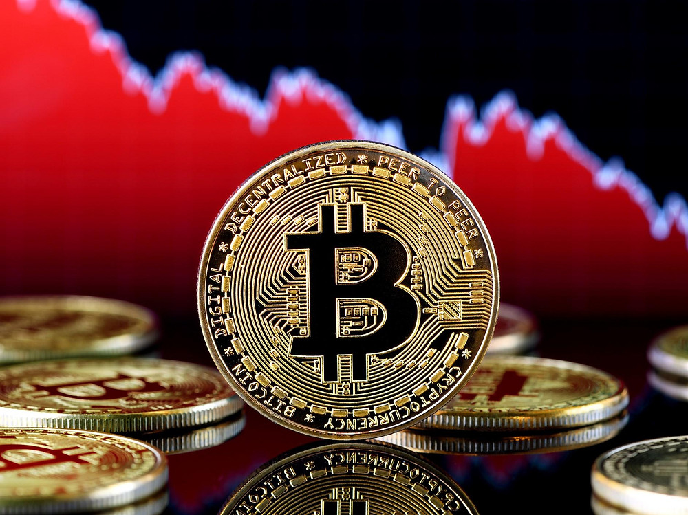 """3 Reasons Why Bitcoin's Price Could Soon """"Squeeze Up"""" After 40% Crash"""