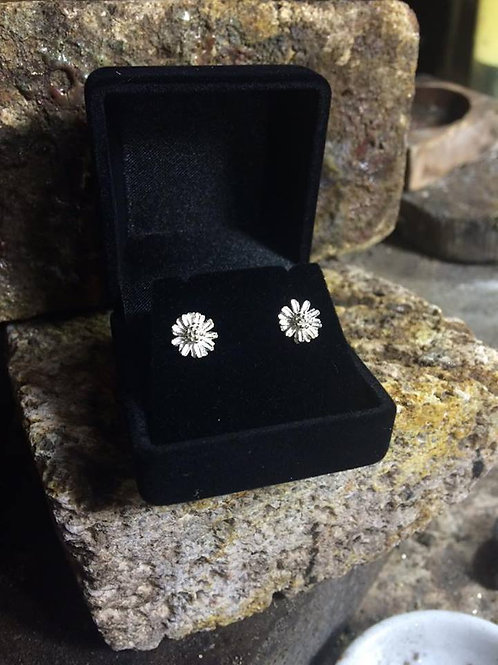 New Jewellery - Pretty Daisy Studs
