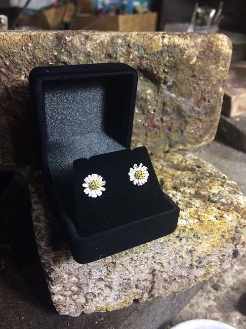 New Jewellery - Gold Plated Daisy Studs