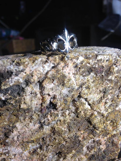 Cyborg - Fleur De Lys Chain Ring