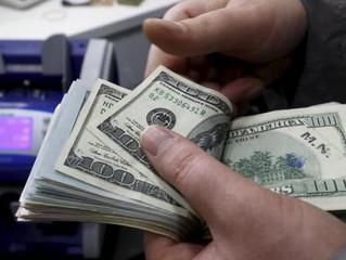 El dólar tuvo la mayor caída diaria en casi tres años