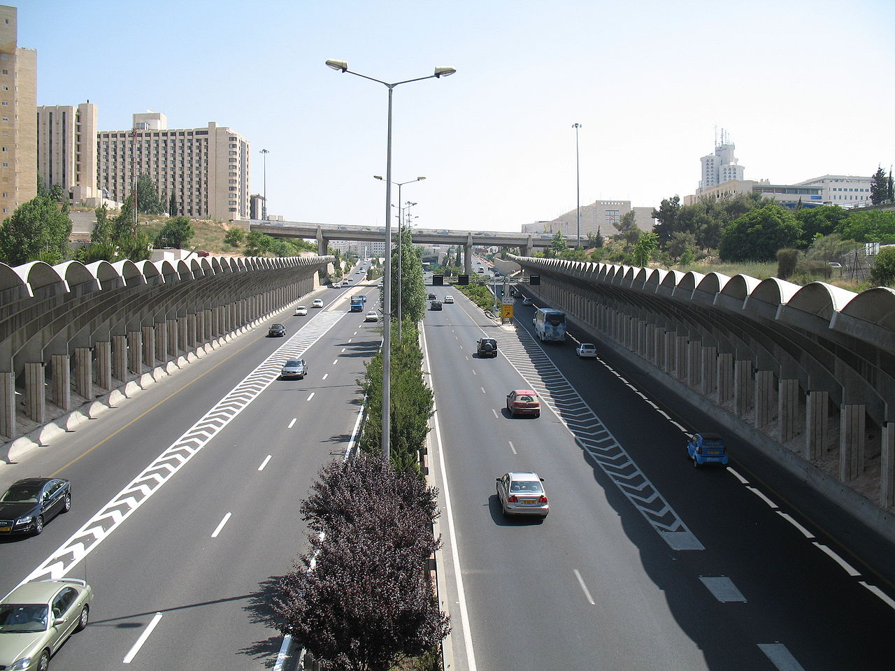 1280px-Begin_road_(Jerusalem)