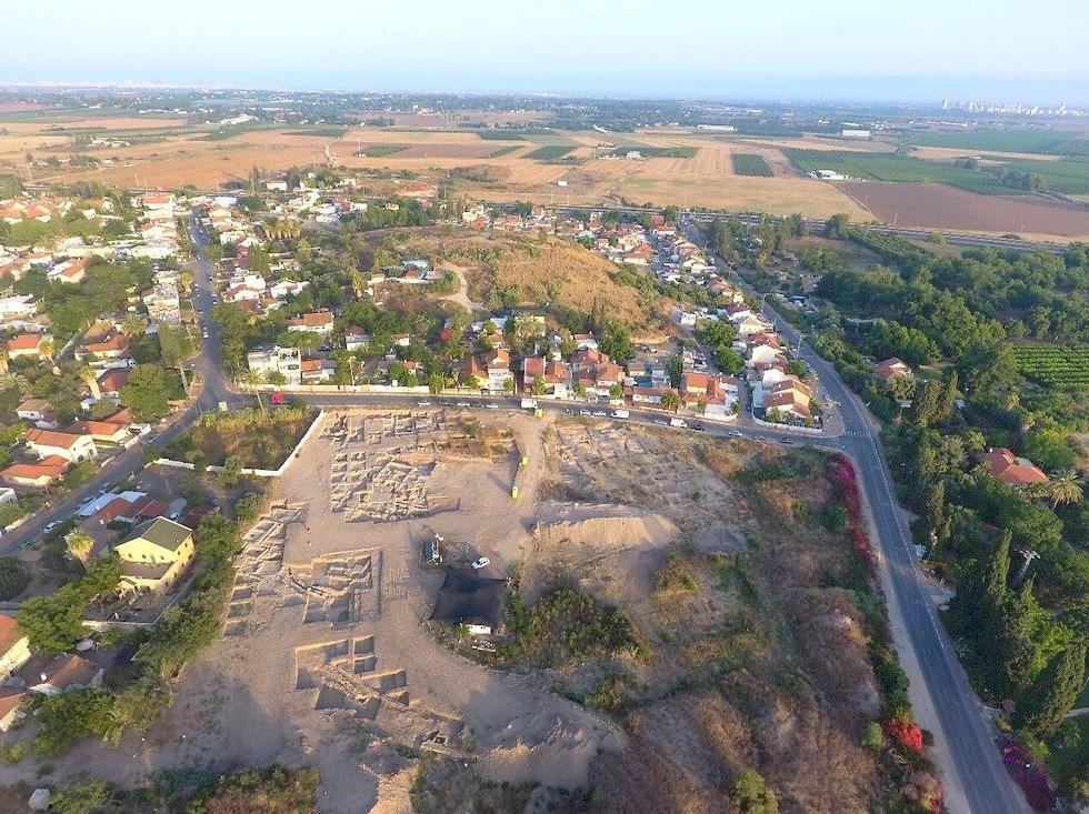 אזור תעשייה ובילויים מהמאה ה-3 התגלה בגד