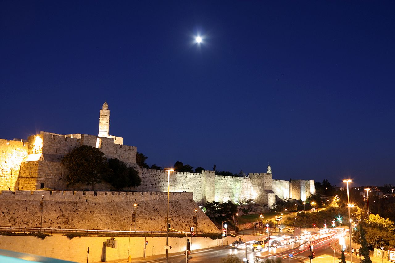 1280px-Jerusalem_walls_night_3